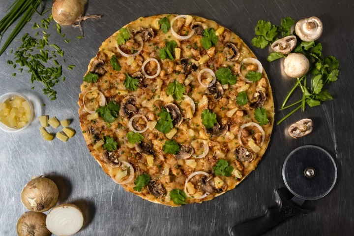 Queens Oriental Chicken Pizza